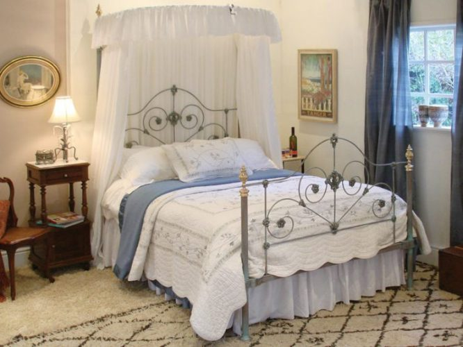 Types of beds; Half tester
