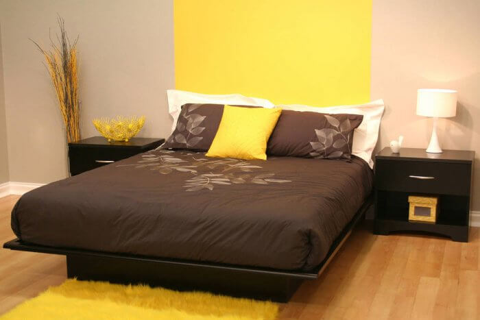 Types of beds: Platform bed with molding