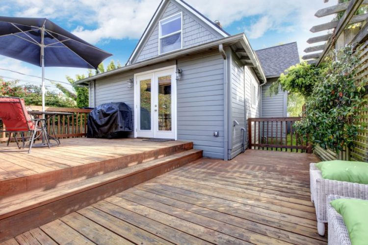 Spacious two level deck