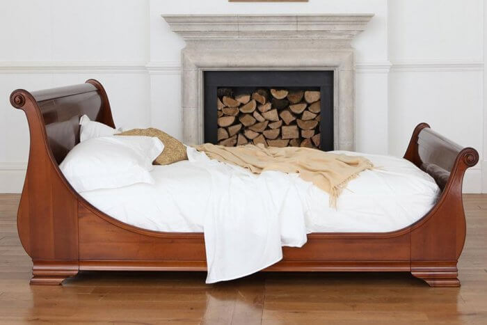 Types of beds: Wooden sleigh bed