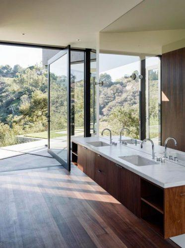 Airy bathroom mirrors ideas