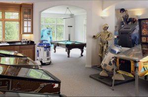 Centuries-old classic combining game room decor ideas