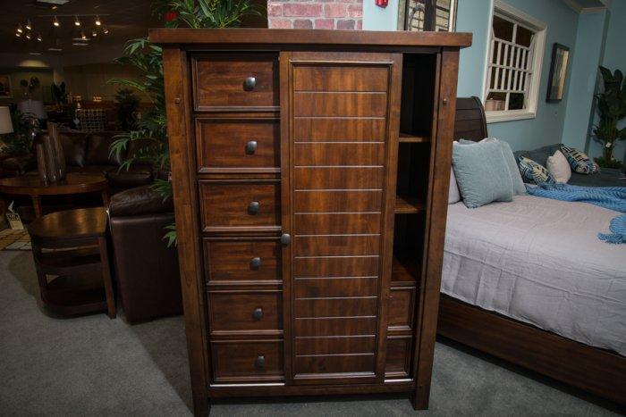 Types of dressers; Gentlemen's chest