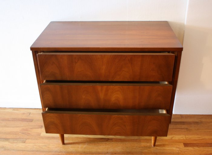 Types of dressers; Bachelor's chest