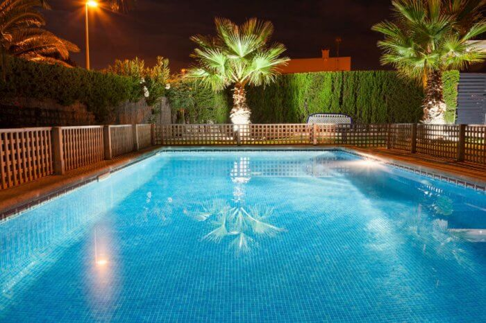Pool fence with short wood lattice