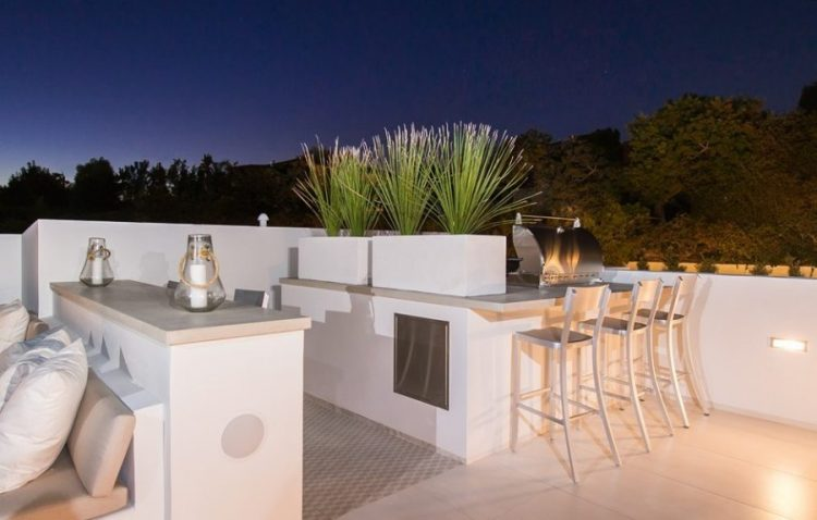 outdoor bar ideas with seating area