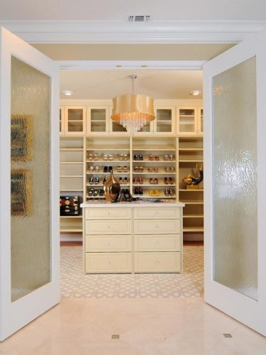 Welcoming entrance closet door ideas