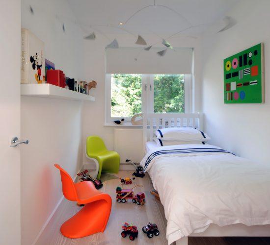 scandinavian tween bedroom ideas in white accent