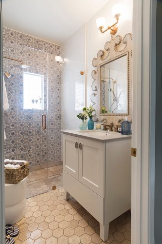 transitional small bathroom