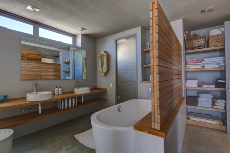 beach style bathroom divider
